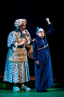 Elizabeth Griffith and Wendy Lehr in Children's Theatre Company's Mercy Watson to the Rescue! Photo by Dan Norman.