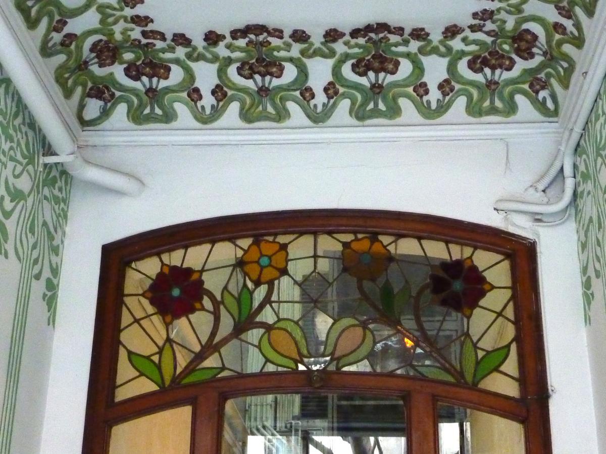cristalera de la puerta de separacin y cenefa del techo