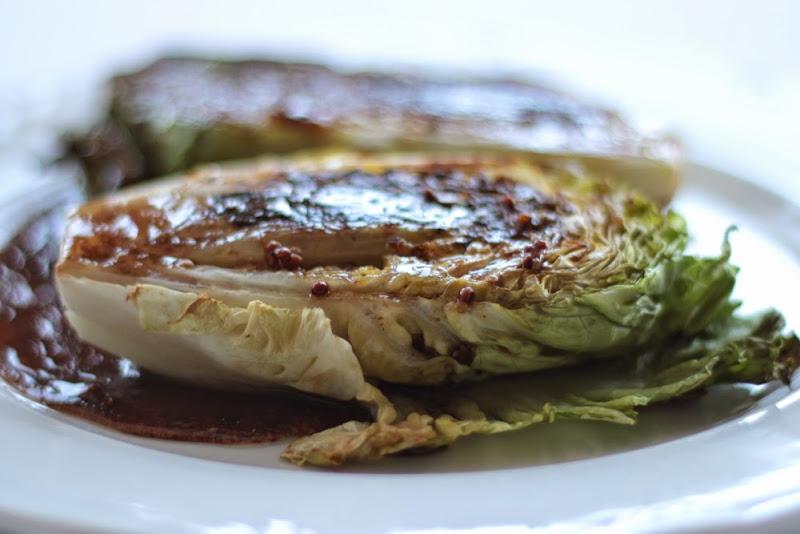 Cogollos de lechuga a la plancha con vinagreta de anchoas