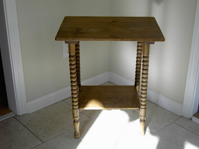 Antique End Table (004)