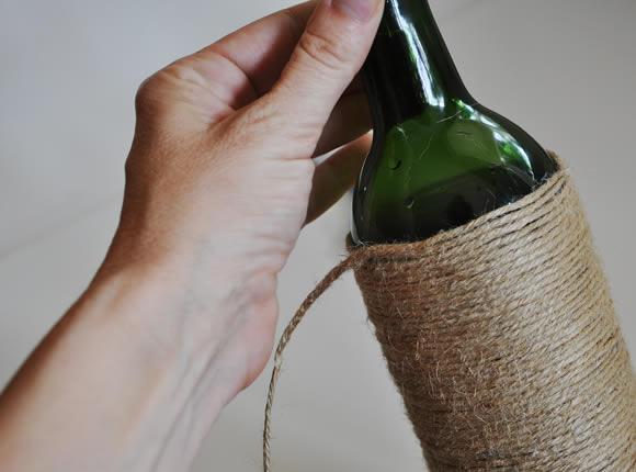 Adesivo De Reposição Hormonal ~ Decoraç u00e3o criativa com garrafas de vidro e fio de juta Revista Artesanato