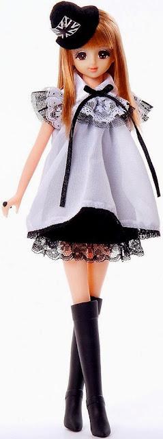 Búp bê Jenny mặc váy ren sành điệu với dáng vẻ kiều diễm chắc chẵn sẽ làm các em nhỏ yêu mến