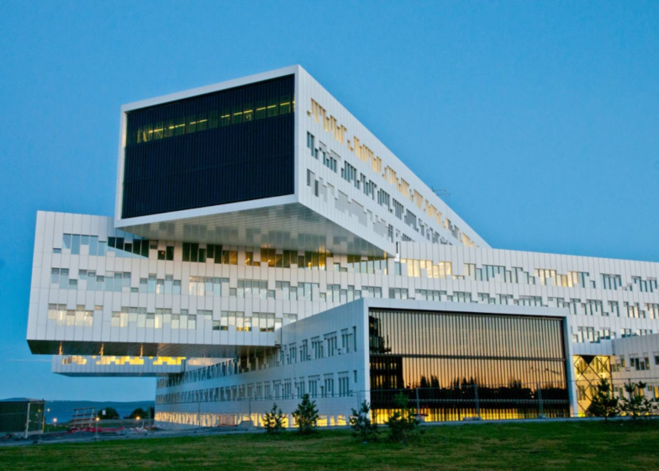 Fornebu, Norvegia: Statoil Regional And International Offices by A-LAB
