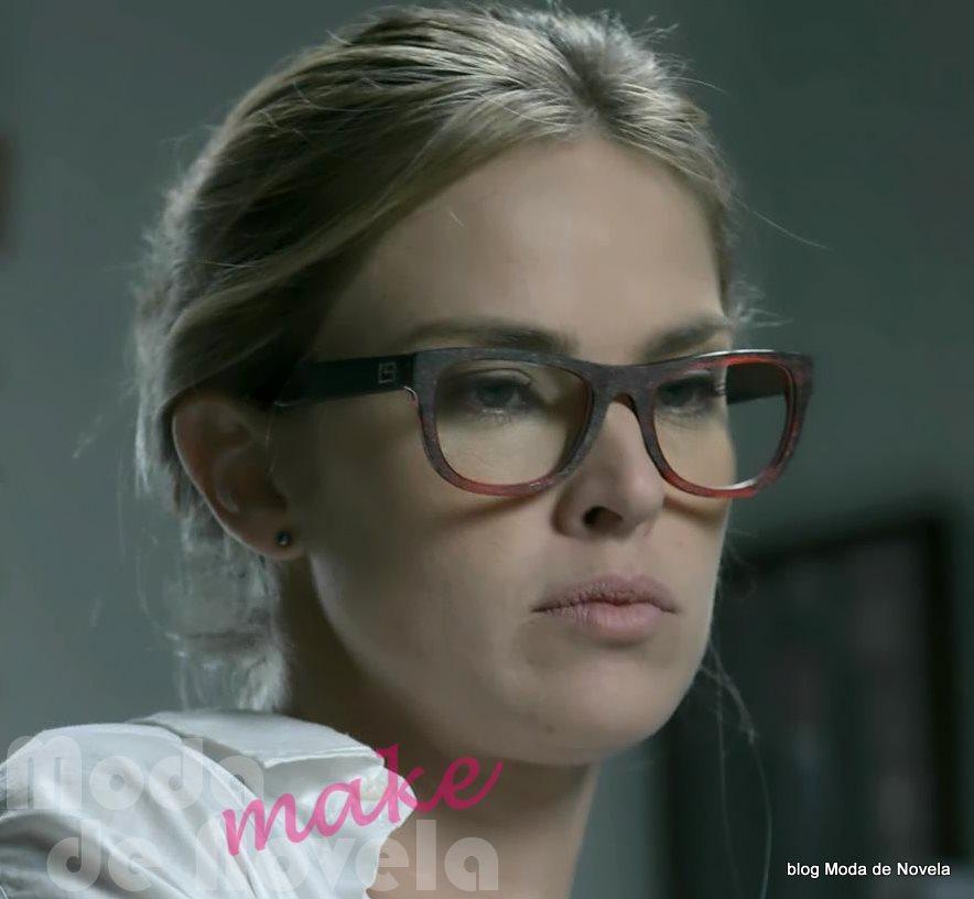 moda da novela Império - óculos de grau da Érika dia 30 de julho