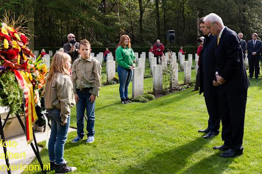 herdenkingsdienst  en een stille tocht naar het Engelse kerkhof 12-10-2014 (74).jpg