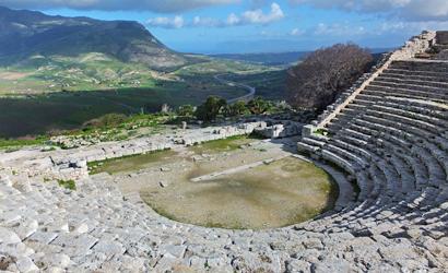 Von den Rängen des Amphitheaters in Segesta hat man diesen fantastischen Blick