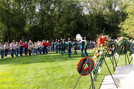 herdenkingsdienst  en een stille tocht naar het Engelse kerkhof 12-10-2014 (87).jpg