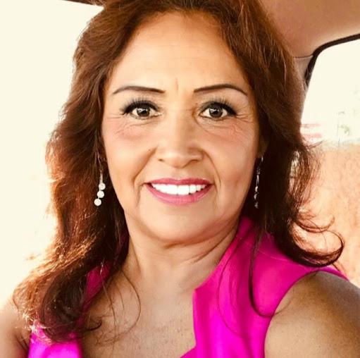 Elvira Aguirre Photo 29