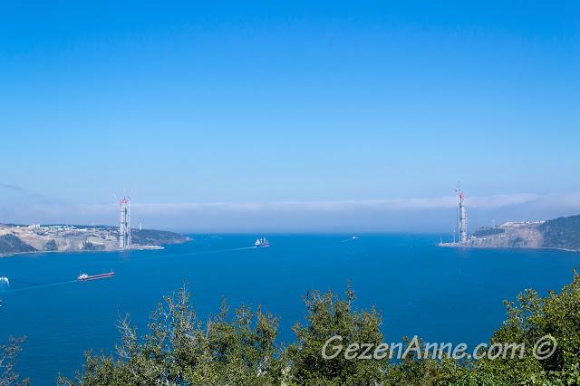 Yoros Kalesi'nden İstanbul Boğazı manzarası ve üçüncü köprü ayakları