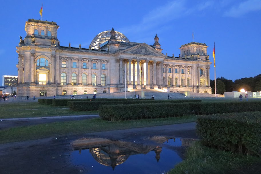 Auch nachts lässt sich der Reichstag besuchen
