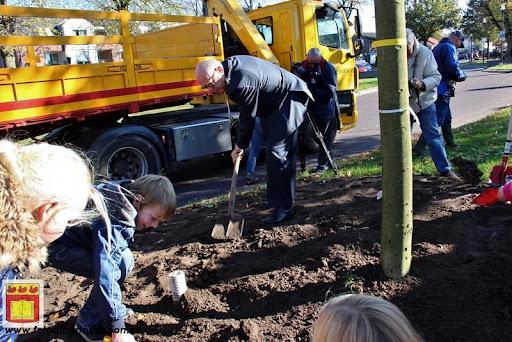 burgemeester plant lindeboom in overloon 27-10-2012 (18).JPG