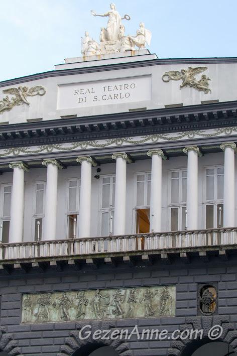 Napoli'deki ünlü opera binası Real Teatro di San Carlo