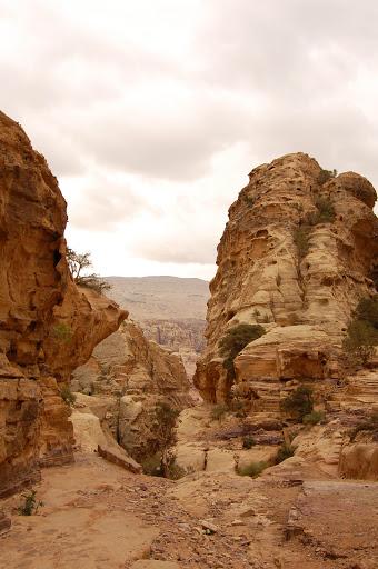 Иордания. Скалистые выступы в пустыне.