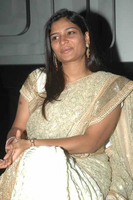 vj maheshwari in saree actress pics