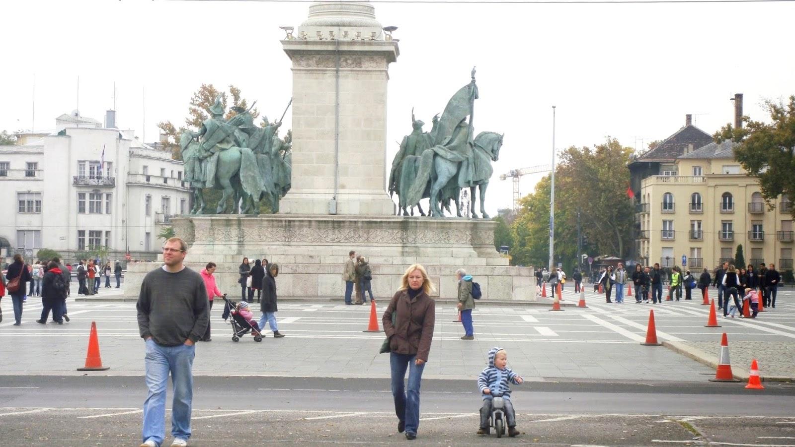 Plaza de los Héroes, Budapest, Hungría, Elisa N, Blog de Viajes, Lifestyle, Travel