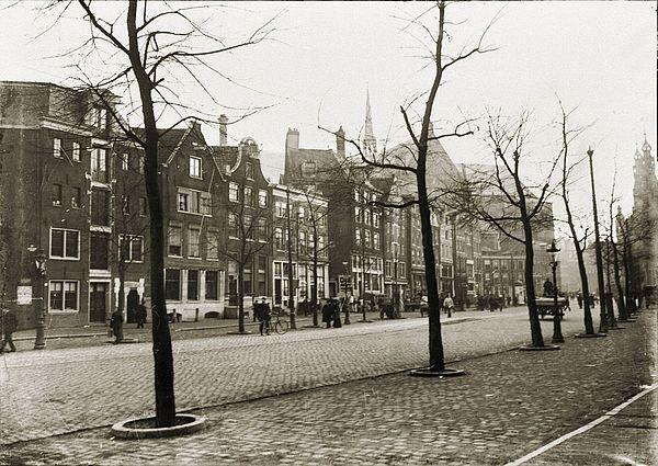 George Hendrik Breitner - Nieuwezijds Voorburgwal 87-143 (v.l.n.r.). Foto