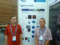 Alejandro Sánchez de Miguel y Jaime Zamorano junto al poster de NixNox en IAU2012 Beijing