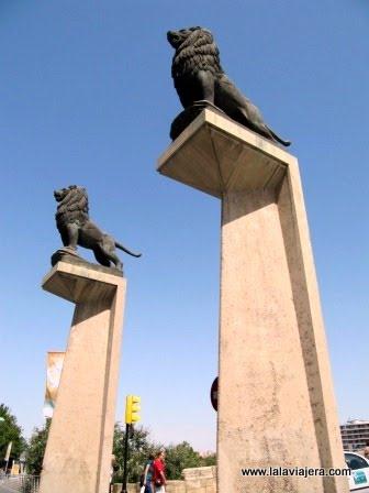 Leones del puente de piedra de Zaragoza