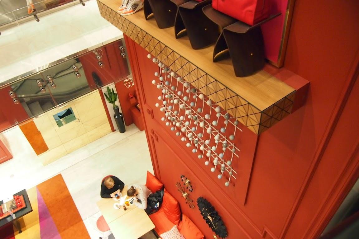 パリのデパート プランタン vitraのカフェ