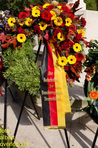 herdenkingsdienst  en een stille tocht naar het Engelse kerkhof 12-10-2014 (95).jpg