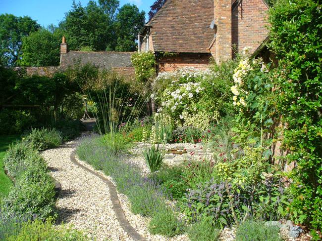 Ghiaia decorativa in giardino aiuole con sassi vialetti for Gravel gardens design ideas
