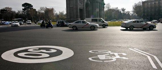 'La bici baja a la calzada' de madridiario