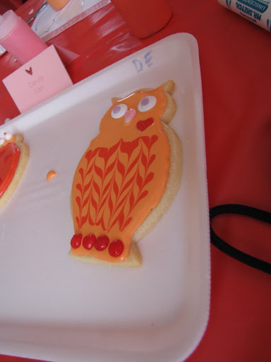 My mom totally nailed the owl as well. Her feathers looked even better because she used extra icing.