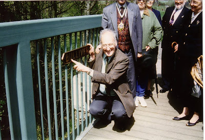 David St. John Thomas, Patron of the South Devon Railway Association, dedicates the Bulliver nameplates on 28th April 1997. Photo: Judy Carter.