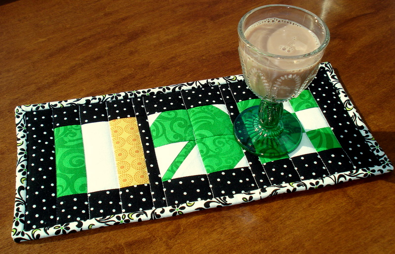 St. Patrick's Day Mug Rug | Easy St Patrick's Day Decorations | Sewing Projects | Featured