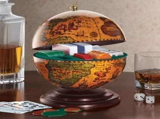 Globo terraqueo con estuche para guardar juegos de mesa