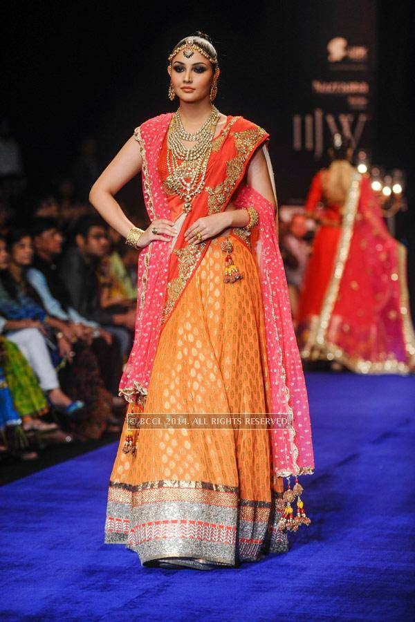 A model walks the ramp for Golecha Jewels on Day 3 of India International Jewellery Week (IIJW), 2014, held at Grand Hyatt, in Mumbai.<br />