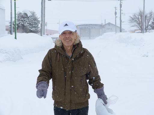 雪の中、元気に歩きます