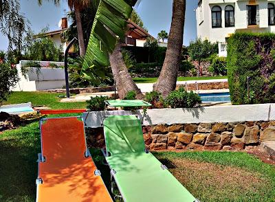Jardín y piscina comunitaria