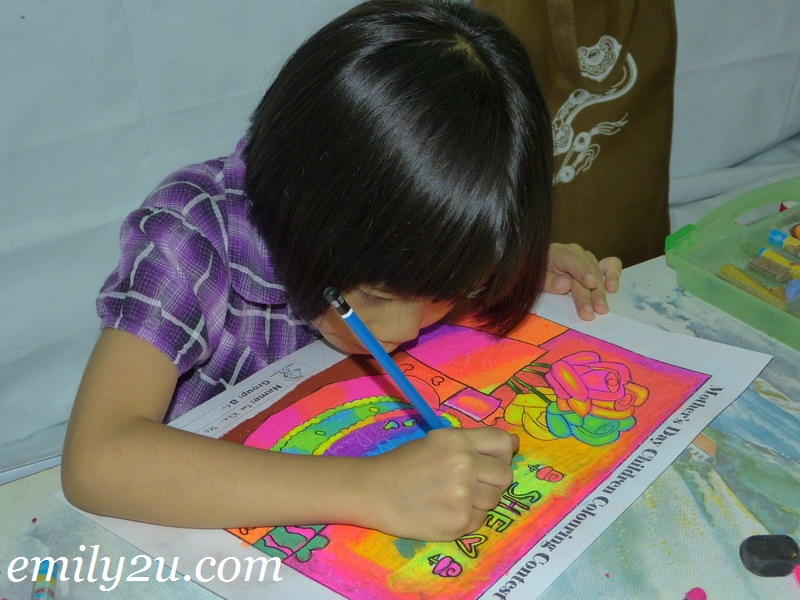 Mother's Day colouring contest