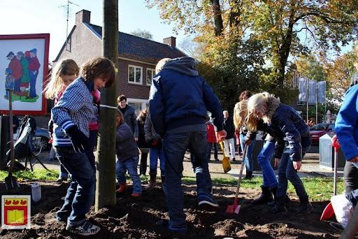 burgemeester plant lindeboom in overloon 27-10-2012 (21).JPG