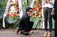 Lee Gun (Jang Hyuk) phi thân đột nhập triển lãm của vợ cũ