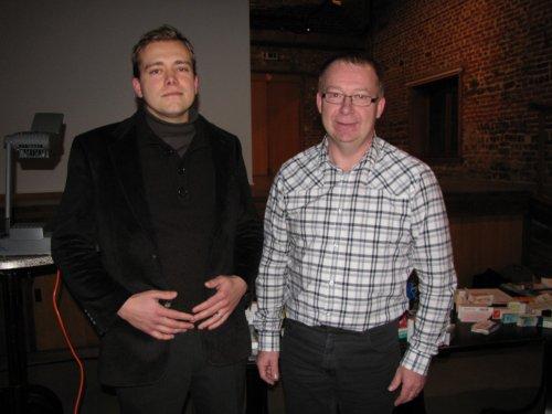 We bedanken de gastspreker Guy Verspeet (rechts) voor zijn interessante uitleg en onze lokale apotheker Jim De Brabanter voor het beantwoorden van de vragen uit het publiek.
