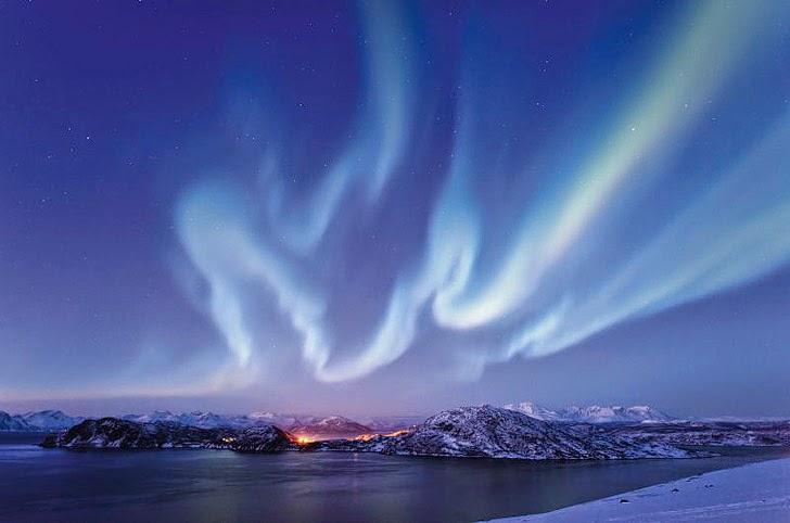 Take Northern Lights Photos with Hurtigruten Cruise.