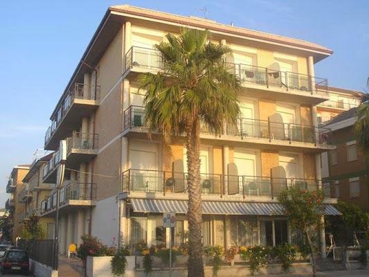 Petit Hotel, Viale Rinascimento, 113, 63074 San Benedetto del Tronto AP, Italy