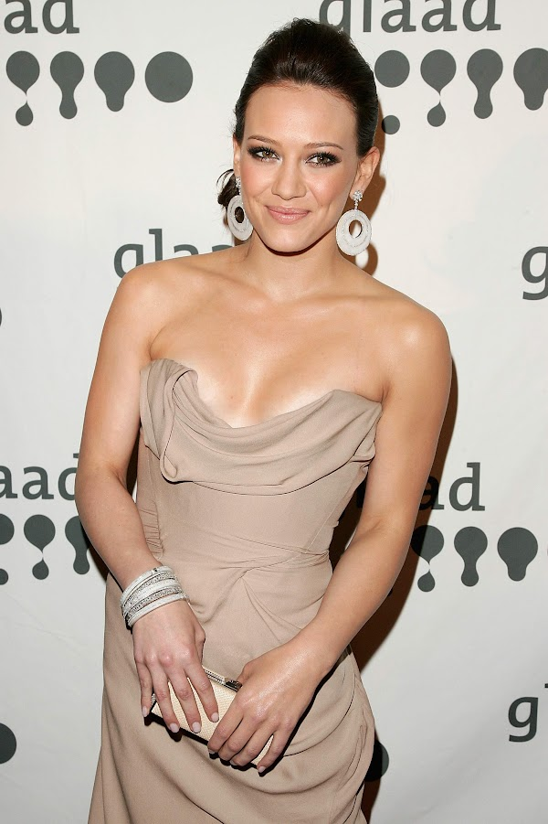 Hilary Duff Cleavage:celebrities,cleavage