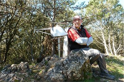 Atalaya mendiaren gailurra 907 m.  --  2013ko apirilaren 15ean
