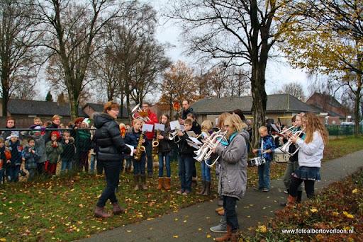 Sinterklaas komt aan bij Josefschool overloon 02-12-2011 (11).JPG