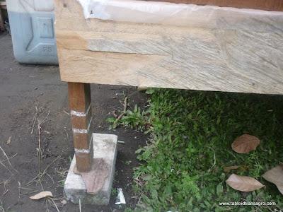 rak kandang cacing, diberi kapur anti semut