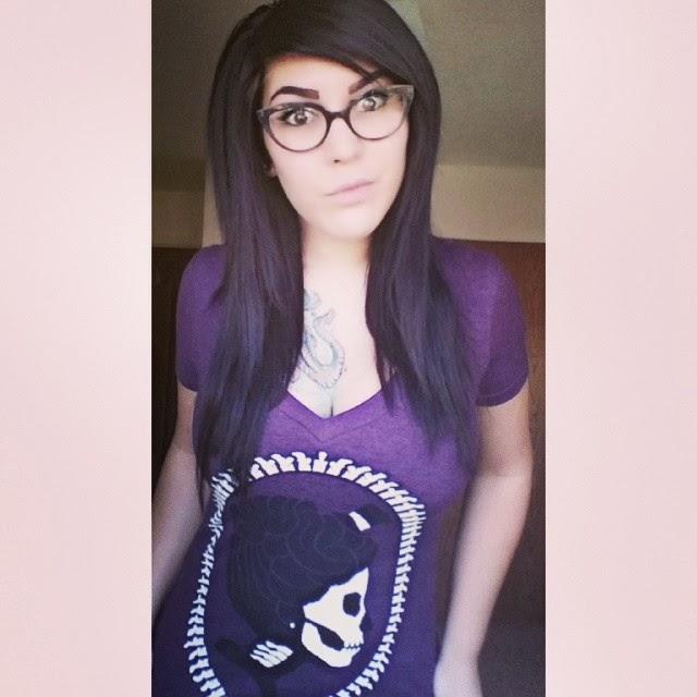 akumu ink, skull shirt, skull vneck, purple vneck, geek girl, geek girl style, geek skull, emo geek, gamer girl, tattoo geek, geek glasses