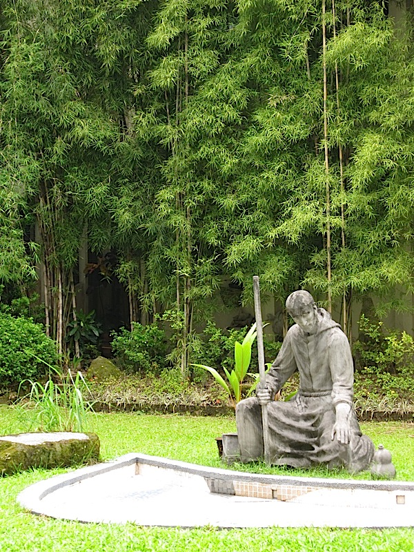 statue of St. Ignatius beside the Cardoner River