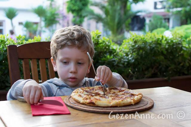 Cunda'daki Uno'da pizza yerken