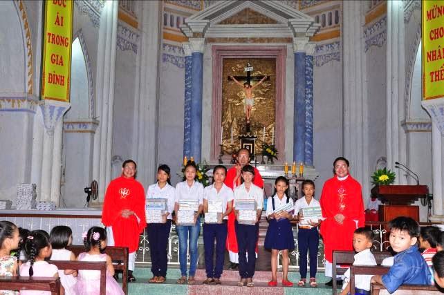 Giáo xứ Mằng Lăng tổng kết giáo lý và phát thưởng
