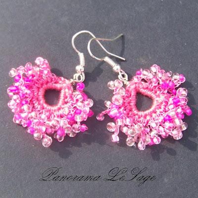 Kolczyki szydełkowe Rosa Biżuteria szydełkowa Panorama LeSage z drobnymi koralikami szklanymi Jablonex i inne Rosiczki