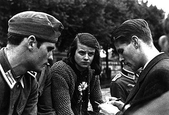 Munich 1942, from the left: Hans Scholl, his sister Sophie Scholl, and Christopher Probst.