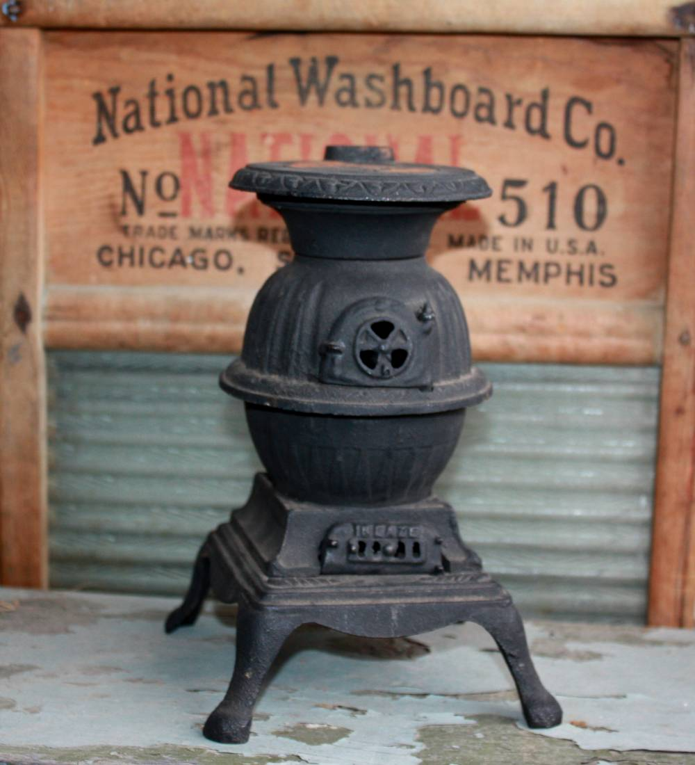 Prim Nest: Vintage Salesman Sample Pot Belly Stove